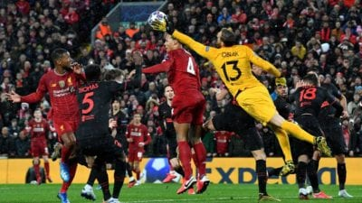 Jan Oblak reaches for the ball ahead of Virgil Van Dijk, their are other players in the scramble for position