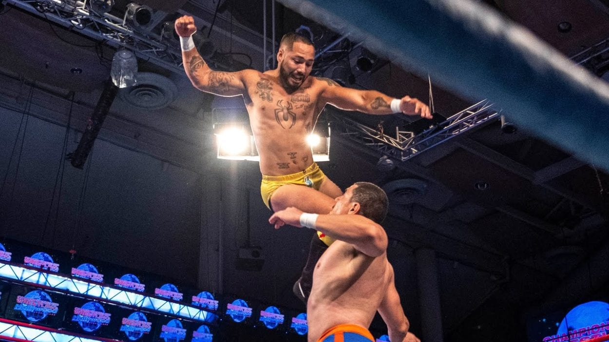 Danny Limelight aims a flying kick on Slim Boogie