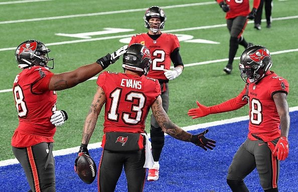 Mike Evans and teammates celebrate a touchdown
