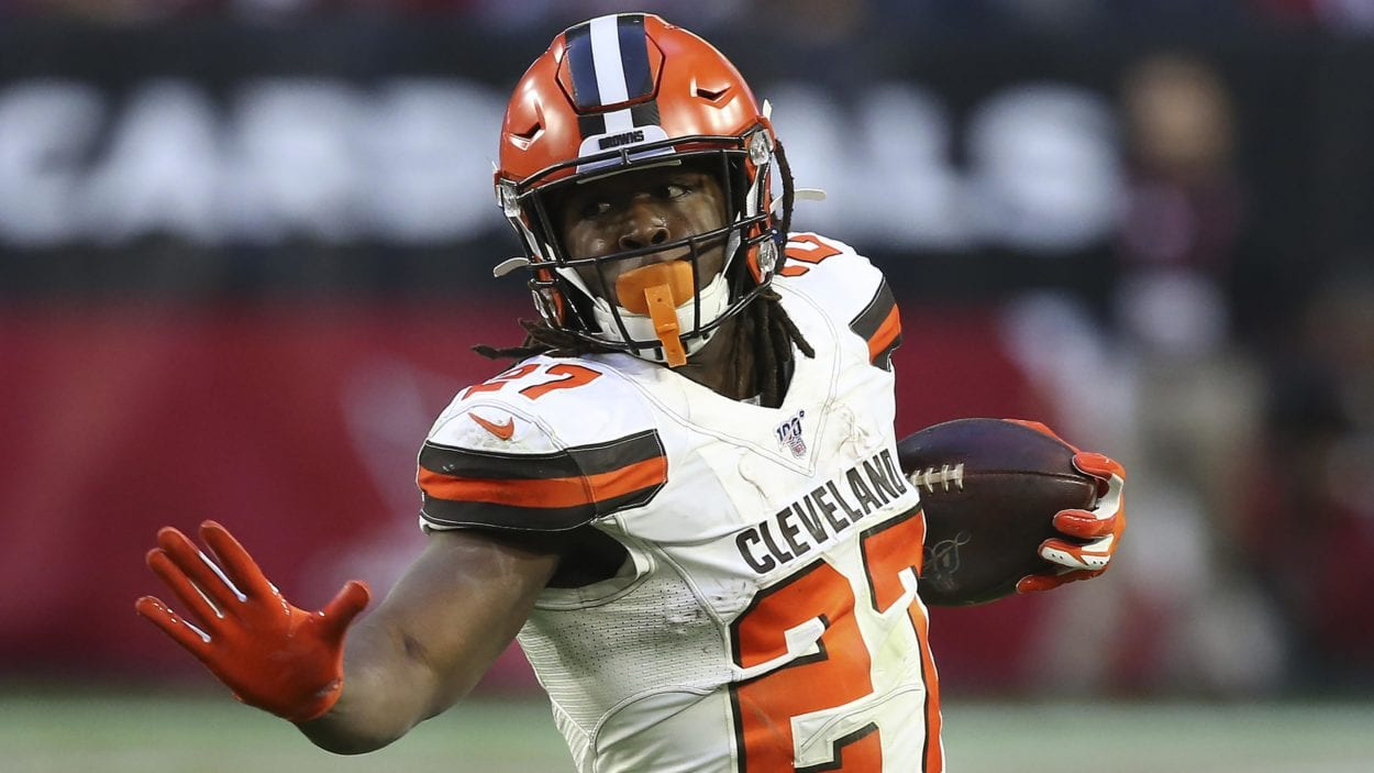 Kareem Hunt rushes for the Browns