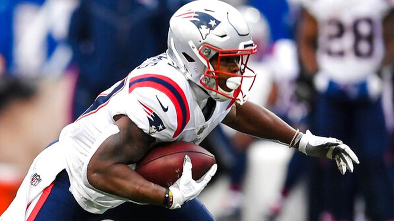 Damian Harris rushes for the Patriots