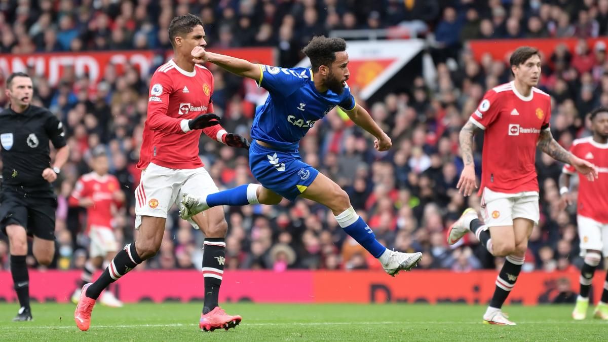 Andros Townsend scores against Man Utd in the Premier League
